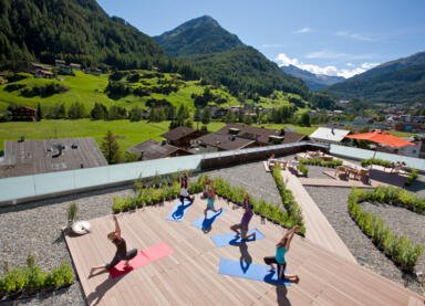 yoga in den bergen tirol