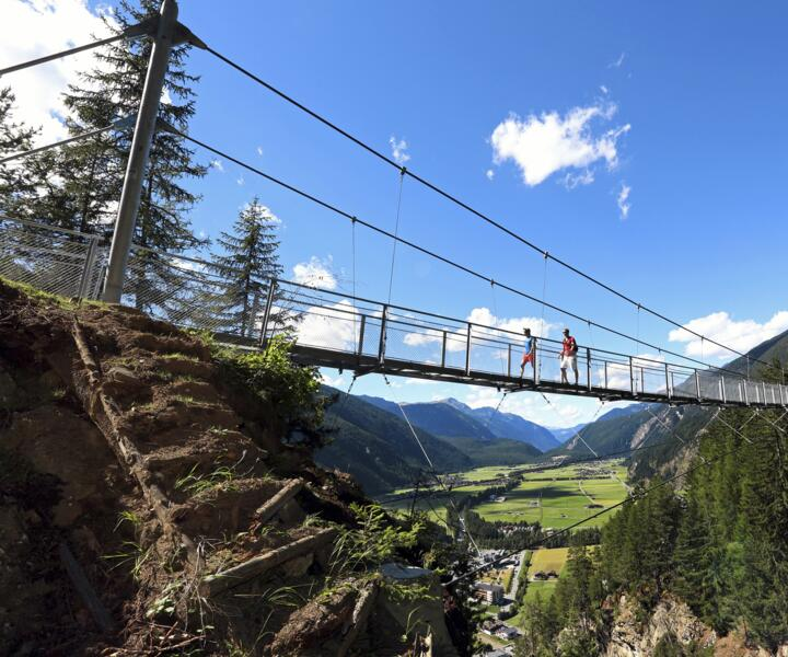 suspension bridge summer holiday ötztal valley | © Ötztal Tourismus